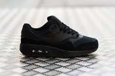 NIKE AIR MAX 1 (TRIPLE BLACK)