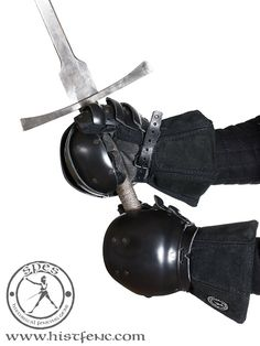 SPES heavy gloves version 1.0 - SPES German Longsword, Fencing Lessons, Fighting Gloves, Martial Arts Club, Fencing Gear, Historical European Martial Arts, Foam Armor, Sword Fight, Fight The Good Fight