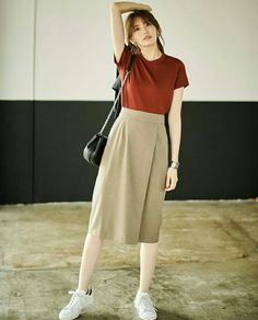 130 lovable long skirt outfits ideas - page 8 fashion trends Korean Fashion Trends, Korean Street Fashion, Asian Fashion, Long Skirt Outfits, Casual Outfits, Modest Long Skirts, Modest Fashion, Fashion Dresses, Long Skirt Fashion