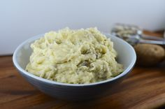 There are veggies hiding in these Healthy Mashed Potatoes!!  Perfect recipe for Thanksgiving!!!