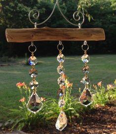 3 Strand Crystal Suncatcher with smoky topaz accents – … Suncatcher 3 brins en cristal avec des … Driftwood Crafts, Wire Crafts, Bead Crafts, Garden Crafts, Garden Art, Diy Wind Chimes, Crystal Wind Chimes, Wire Art, Suncatchers