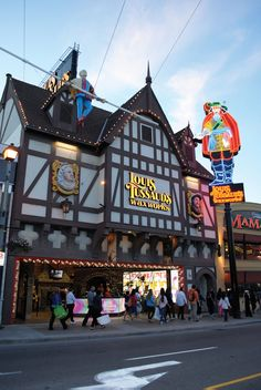 Niagara Falls Wax Museum - Ripley's Believe It or Not! Ripley Believe It Or Not, Hand Illustration, Illustrations, Wax Museum, Famous Celebrities, Strike A Pose, Niagara Falls, Entrance, Canada