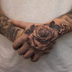 70 Brilliant Hand Tattoos for Men and Women - Straight Blast.- 70 Brilliant Hand Tattoos for Men and Women – Straight Blasted by Stephan Milovanov - Cool Tattoos For Girls, Rose Tattoos For Men, Hand Tattoos For Guys, Finger Tattoos, Men Tattoos, Mens Hand Tattoos, Small Tattoos, Chicano Tattoos, Tattoo Main