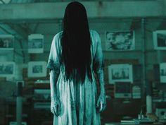 """""""El Aro"""" fue una de las películas que marcaron nuestra adolescencia y no por la historia, sino por Samara Morgan, la espeluznante niña fantasma que salia de un pozo con sed de matar. Samara fue la causa de varias pesadillas y noches con la luz prendida, pero ahora, a más de 10 años de la cinta, esta niña aparace de una manera menos terrorífica."""