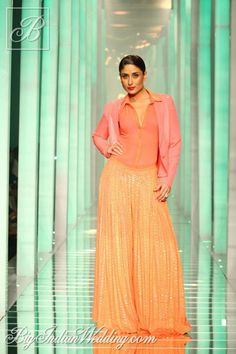 #KareenaKapoor for Namrata Joshipura at #Lakme Fashion Week 2013