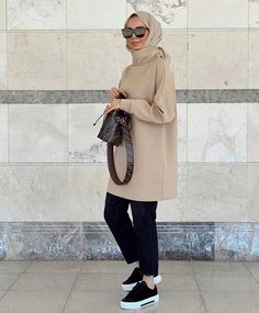 Modest Fashion Hijab, Modern Hijab Fashion, Street Hijab Fashion, Casual Hijab Outfit, Muslim Fashion, Uni Outfits, Office Outfits Women, Fall Fashion Outfits, Hijab Elegante