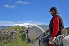 Vista del pico del Caballos a lomos de un caballo
