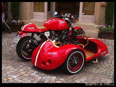 Ducati and Side Car for me & lili Triumph Motorcycles, Custom Motorcycles, Custom Bikes, Ducati Cafe Racer, Cafe Racer Motorcycle, Cafe Racers, Moto Ducati, Red Motorcycle, Ducati Sport Classic