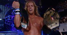 Edge sale victorioso en un combate de Unificación del Campeonato Intercontinental y del Campeonato de los Estados Unidos ante Test en Survivor Series 2001.