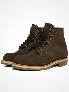 2012.11.18. Two of our favourite brands - Nigel Cabourn and Red Wing have joined their creative forces. The result is of course incredible - the Munson boot.