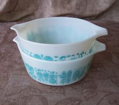 This set of two Pyrex Butterprint casserole dishes with tab handles are in excellent, used vintage condition. There are no chips, cracks, stains, scratches or repairs.  One quart (4 quarts, #473) and 1 ½ pint (3 cups, #472) sizes.  Measurements in inches: 1 quart===1 ½ pint Top diameter: 6.25===6.25 With tab handles: 7.5===7.5 Height: 3.25===2.5 Capacity: 4 cups===3 cups