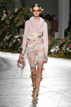Vogue Fashion, Runway Fashion, Fashion News, High Fashion, Fashion Show, Womens Fashion, Fashion Trends, Italian Fashion Designers, Casual Street Style