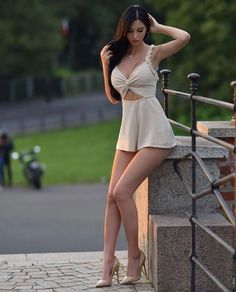 Women With Beautiful Legs, Lovely Legs, Beautiful Girl Image, Mode Outfits, Sexy Outfits, Sexy Dresses, Foto Top, Sexy Legs And Heels, Girl Photo Poses