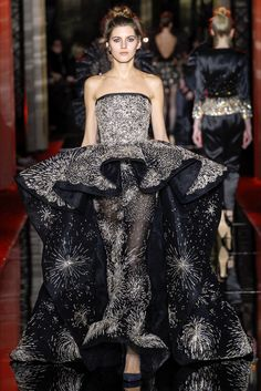 Take a look to Zuhair Murad Haute Couture Spring Summer 2017collection: the fashion accessories and outfits seen on Parigi runaways.