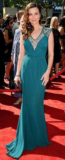Linda Cardellini turned heads in a green Georges Hobeika gown, Jimmy Choo heels and Neil Lane jewelry.