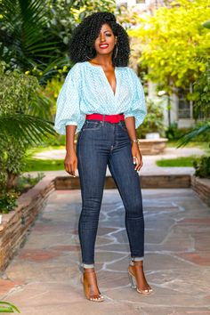 Balloon Sleeve Top + High Waist Levi's Jeans – StylePantry Classy Casual, Classy Outfits, Chic Outfits, Casual Looks, Summer Outfits, Fashion Outfits, Quirky Fashion, Love Fashion, Autumn Fashion