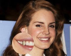 Lana Del Rey shows off sparkly tooth; 'Born to Die' singer sports dental bling Celebrity Teeth, Celebrity Smiles, Celebrity Gossip, Gold Teeth, White Teeth, Perfect Smile, Beautiful Smile, Girls With Grills, Diamond Teeth
