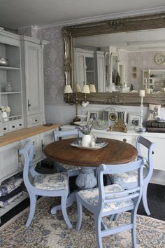 Would look nice in your small eating nook, Em...could so recreate!