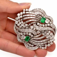 1930s Boucheron Paris Emerald Diamond Platinum Double Clip Brooch For Sale at 1stdibs