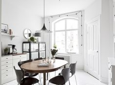 I love the cleanliness of fresh white walls, just like in this white home in Gothenburg. The space looks so light and airy, especially with the painted white floorboards in the kitchen and sanded floorboards in the living space. It sets off those black Arne Jacobsen Series 7 chairs and mid-century dining table nicely – I often think furniture like that looks best against a plain backdrop. And you know how I can't resist a set of String shelves! Normally you would think to put them halfway…