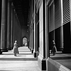 Vivian Maier - Chicago, IL VM19XXW03132-10-MC, courtesy of Maloof Collection, LTD