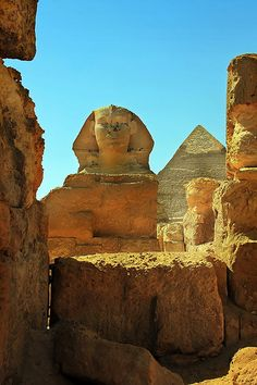Ancient Temple, great Sphinx and big pyramid in Giza, near Cairo in Egypt made by one Farao about 5000 years ago ...; unbeleavable!