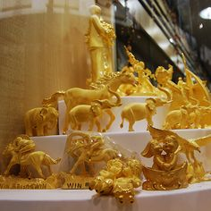 dubai gold souk | Souks, which are traditional Arabic markets, are one of the more ...