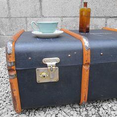 década de 1920 baúl negro pecho caja de por MagpiesVintageShop