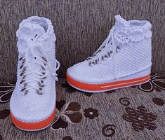 Crochet Shoes Pattern, Crochet Baby Shoes, Shoe Pattern, Bridal Converse, Make Your Own Shoes, Knitting Patterns, Crochet Patterns, Wedding Sneakers, Boho Shoes