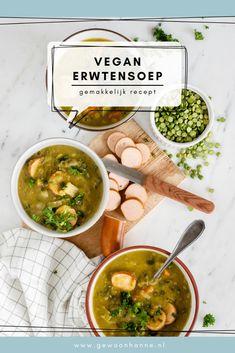 In deze gemakkelijke vegan erwtensoep mis je het vlees totaal niet. Dat komt omdat er een geheim ingrediënt in zit: miso pasta. Dat geeft deze vegan erwtensoep een lekkere umami smaak. Trek in deze heerlijke winterse soep? Bekijk dan snel het gemakkelijke recept! Greens Recipe, Food Photography, Curry, Vegan, Ethnic Recipes, Curries, Vegans