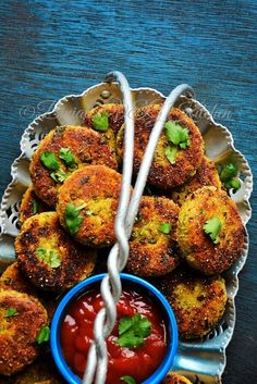 Sprouted Moong Cutlet (Tikki / Kabab) healthy crunchy, perfect for breakfast or snack. Sprouted Moong Cutlet is rich in fiber, source of protein and carb. Vegetarian Snacks, Healthy Dinner Recipes, Appetizer Recipes, Vegan Recipes, Snack Recipes, Cooking Recipes, Microwave Recipes, Healthy Food, Indian Snacks