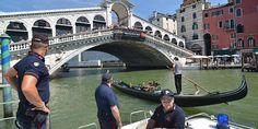 Venecia tiene problemas con los turistas - http://www.absolutitalia.com/venecia-tiene-problemas-con-los-turistas/