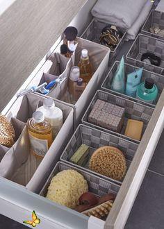 Make-Up | Amazon.de Beauty Des paniers de rangement dans vos tiroirs de salle de bains ! Utile et pratique pour ranger ces produits de beauté, flacons, parfums, dentifrices etc. Pour que chaque chose soit à sa place.<br> Cube Storage, Diy Storage, Storage Baskets, Storage Shelves, Storage Ideas, Storage Drawers, Creative Storage, Smart Storage, Storage Boxes