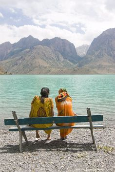 Bench at turquoise Iskanderkul Lake (Alexander Lake) in Fann Mountains, Iskanderkul, Tajikistan, Central Asia