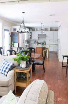 Summer Farmhouse Hom
