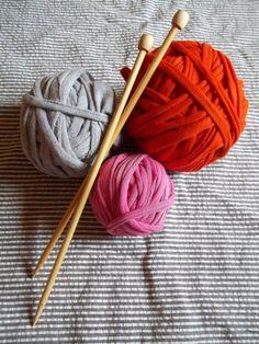 DIY t-shirt yarn.Great idea!!!