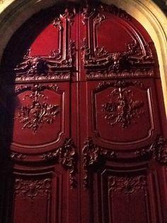 red door in Paris #myobsessionwithreddoors