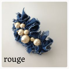 デニムとゴールドパールのバレッタ  048 Diy Flowers, Fabric Flowers, Corsage Pins, Crochet Beanie Hat, Denim Crafts, Denim And Lace, Hair Beads, Recycled Denim, Brooches Handmade