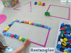 Hands On Learning Shapes Activities Making rectangles with bottle tops – super simple and fun shape activities for kids Preschool Learning Activities, Toddler Learning, Preschool Classroom, Kindergarten Math, Toddler Activities, Preschool Activities, Shape Activities, Toddler Fun, Learning Shapes