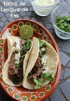 Mi Receta de Barbacoa de Res Mexicana, de lengua y cachete. Puedes prepararla en la Olla de Cocimiento Lento o Crock Pot, acompañala de una buena salsa.