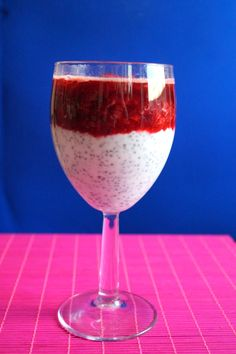 pudding z chia Wine Glass, Alcoholic Drinks, Smoothie, Food And Drink, Pudding, Sweets, Dessert, Tableware, Healthy Breakfasts