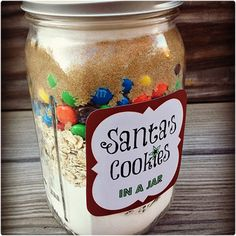 5 DIY Holiday Baked Gifts in a Jar with FREE printable recipe and instruction tags - the Santa cookies are delicious! Mason Jar Meals, Mason Jar Gifts, Meals In A Jar, Mason Jars, Gift Jars, Christmas Jars, Homemade Christmas Gifts, Homemade Gifts, Diy Gifts