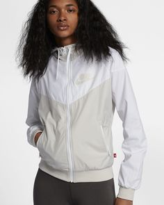 Nike Sportswear Windrunner Women's Jacket light bone in small Teenage Girl Christmas List, Teenage Girl Gifts, Nike Windrunner, Windrunner Jacket, Fall Fashion Trends, Autumn Fashion, Dressy Jackets, Jackets For Women, Clothes For Women