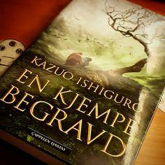 Dagens lesestoff  Jeg gleder meg til å begynne på En kjempe begravd av Noblprisvinneren i litteratur Kazuo Ishiguro  Den skal holde meg med selskap på toget til Oslo i formiddag