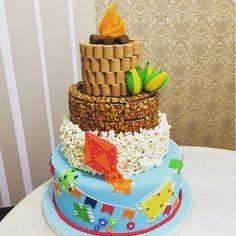 Um bolo deliciosamente incrível para o seu evento. #festajunina #bolo #saojoao