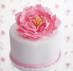 Cómo hacer una peonia paso a paso Sugar Paste Flowers, Wafer Paper Flowers, Frosting Flowers, Fondant Flowers, Cake Decorating Tutorials, Cookie Decorating, Fondant Cakes, Cupcake Cakes, Fondant Tools