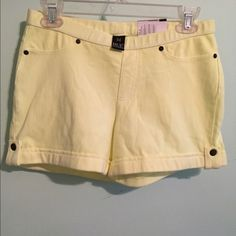 NWT, HUE Chinos Shorts in neon yellow. NWT, Hue Chinos neon yellow. Size medium. 75% cotton, 21% polyester and 4% spandex. No trades and no PayPal. Thanks! HUE Shorts