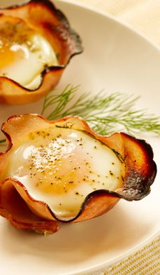 Eggs in maple-ham cups: Maple syrup and fresh herbs infuse the ham cups with flavor. Serve with toast or on a toasted English-muffin half. #recipes #ham #brunch