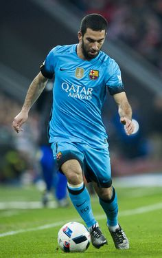 Arda Turan of FC Barcelola controls the ball during the Copa del Rey Quarter Final First Leg match between Athletic Club and FC Barcelola at San Mames Stadium on January 20, 2016 in Bilbao