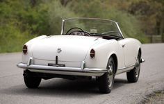 1956 Alfa Romeo Giulietta Spider Maintenance/restoration of old/vintage vehicles: the material for new cogs/casters/gears/pads could be cast polyamide which I (Cast polyamide) can produce. My contact: tatjana.alic@windowslive.com